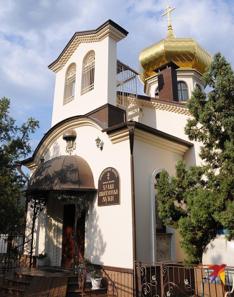 Храм Святителя Луки в Новом Свете и является одним из главный источников этого света.
