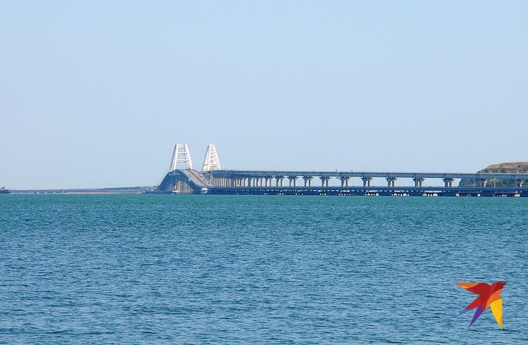Теперь практически из любой точки старой Керчи открывается вид на Крымский мост