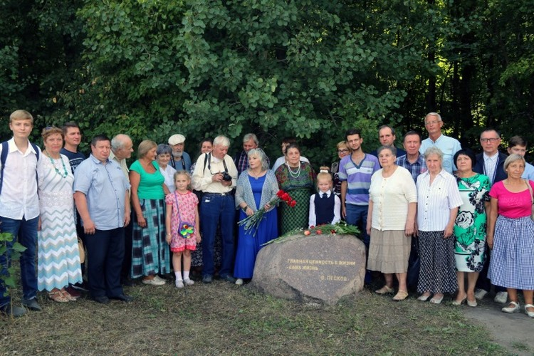 День памяти у камня. Фото Виталия Карнауха
