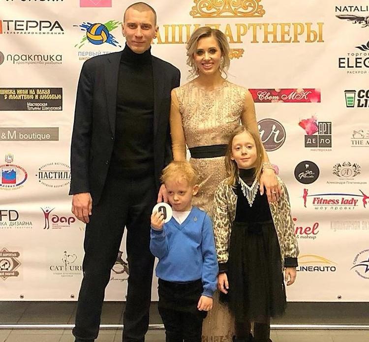 Анна счастлива с мужем и обожает своих детей