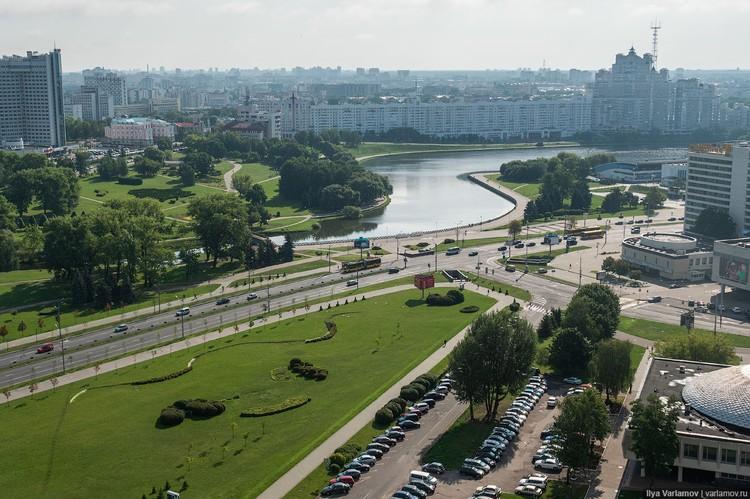 """Блогер считает, что """"это совершенно не сомасштабные человеку пространства"""" Фото: varlamov.ru"""