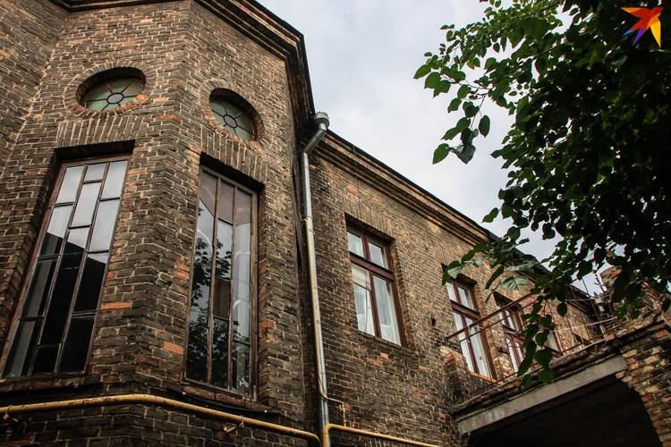 Образец брестского модернизма - здание бывшего архива ЗАГС на площади Свободы.