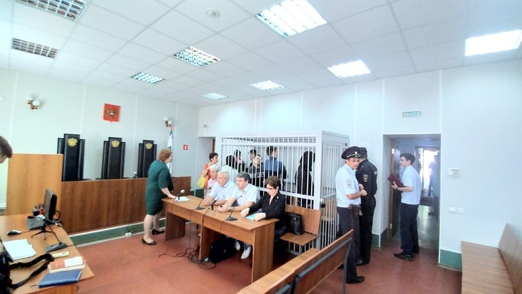 По итогам оглашенного вердикта, всех фигурантов отправили в колонию, даже тех, кто находился под домашним арестом