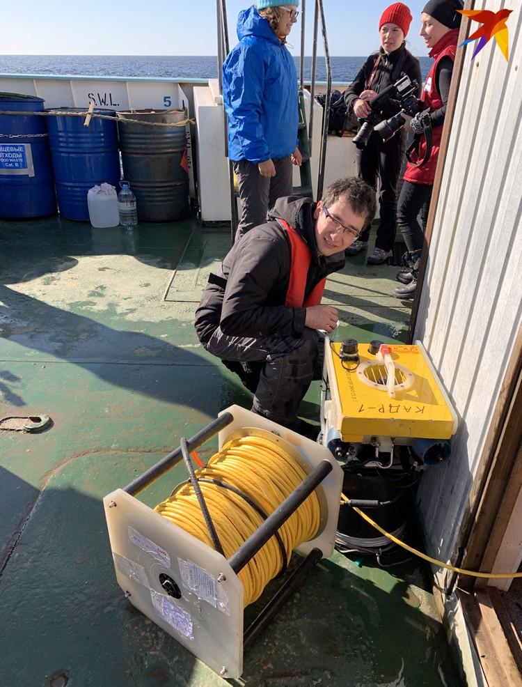 Робота для исследования морских глубин готовит Александр Кокорин.