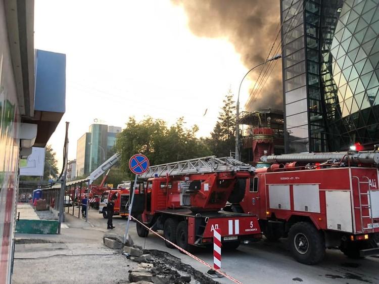 Пожарные боролись с огнем несколько часов. Фото: ГУ МЧС по Новосибирской области.