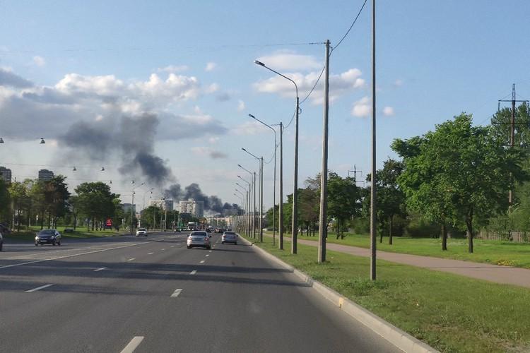 Пожар был виден издалека. Фото: vk.com/spb_today