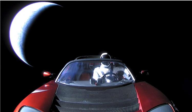 Starman сделал полный оборот вокруг Солнца.