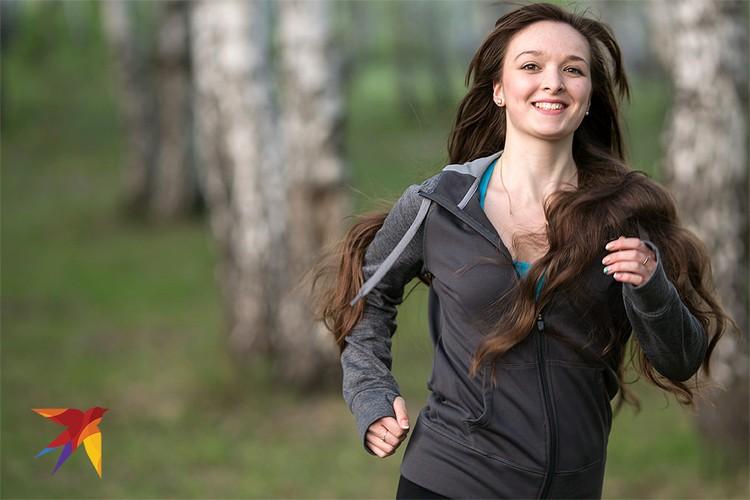 Пробежка в парке поможет успокоить нервы и будет совсем не лишней для здоровья.