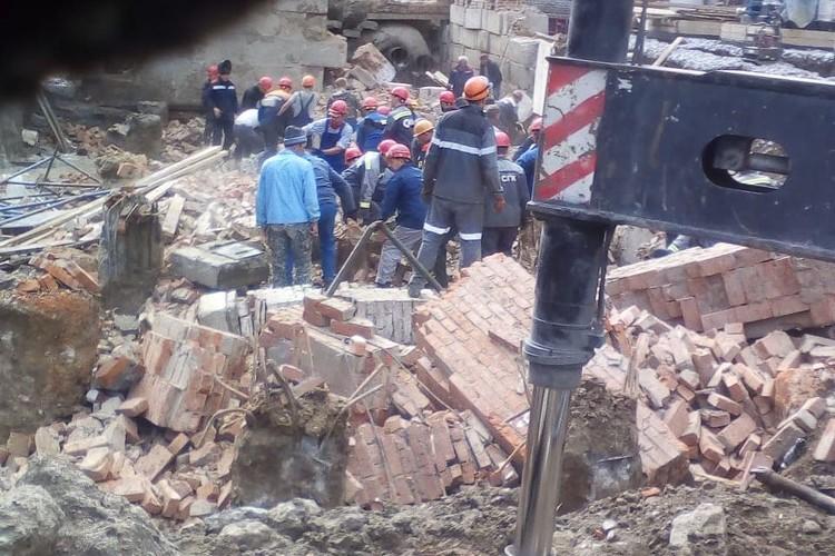 Под завалами находятся рабочие. Фото: Klincov Aleksandr\Инцидент Новосибирск