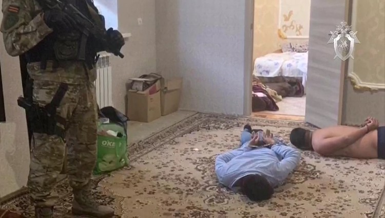 Подозреваемые жили в куда лучших условиях. Фото: стоп-кадр видео