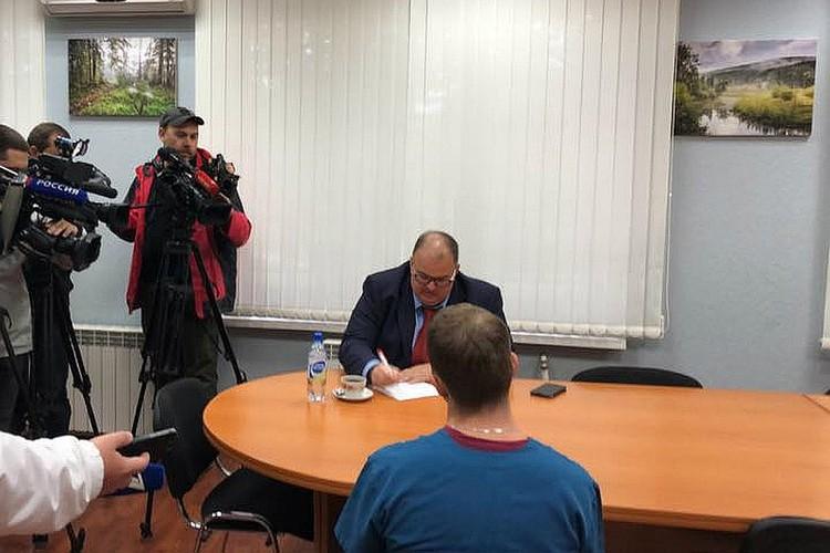 Министр Цветков лично поговорил с участниками конфликта. Фото: пресс-секретарь регионального Минздрава