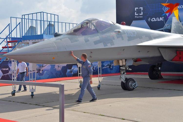 Истребитель Су-57 - одна из главных сенсаций салона