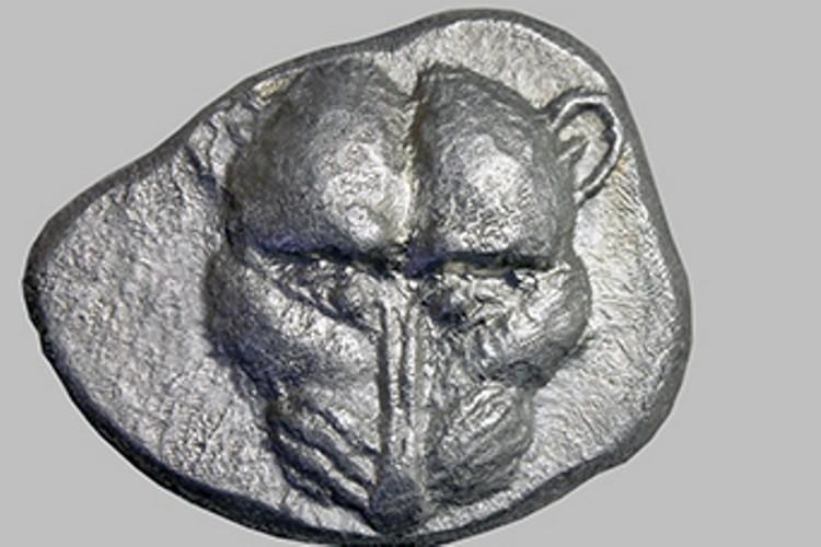 Эта монета изготовлена почти 2500 лет назад на Таманском полуострове. Фото: archaeolog.ru