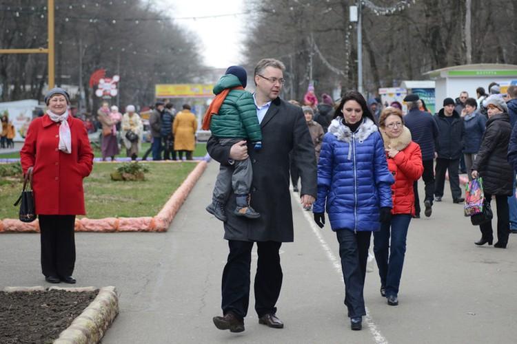 У Владимирова большая семья: жена, трое сыновей и одна дочь