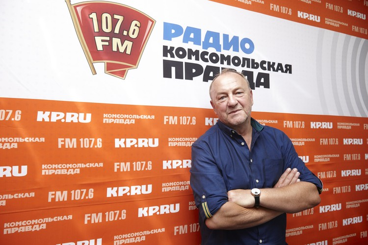 Вишневский был первым польским автором, указавшим на обложке адрес своей электронки. В первые два года после издания «Одиночества» он получил больше 18 тысяч писем