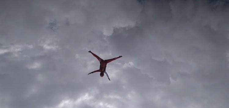 Шпагат под облаками. Фото: кадр с видео.