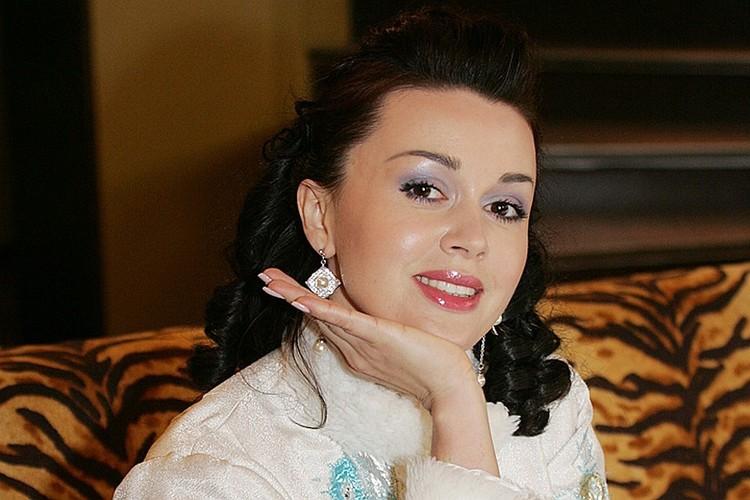 Осложнения на фоне тяжелой онкологии заставляют врачей корректировать лечение Анастасии Заворотнюк в попытке спасти актрису