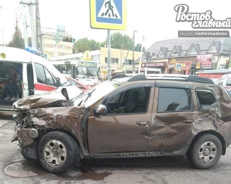 Спецавтомобиль столкнулся с «Рено Дастер».