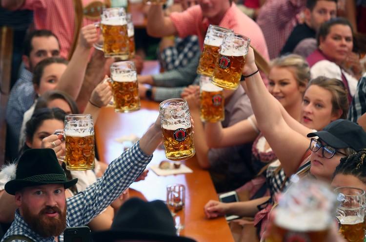 В Баварии шесть миллионов человек участвуют в фестивале «Октоберфест»
