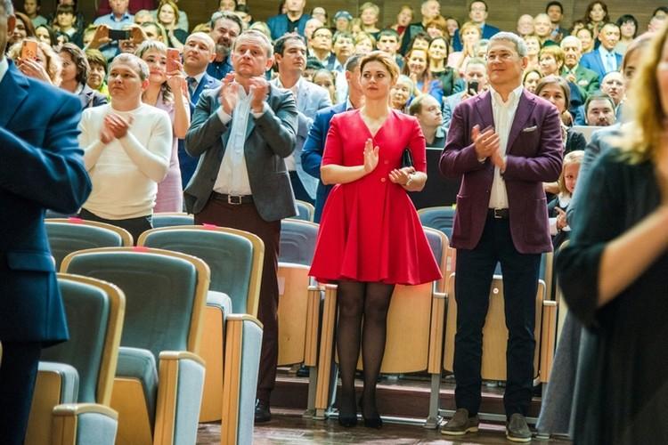 Среди VIP-зрителей были Глава Башкирии Радий Хабиров и его супруга Каринэ