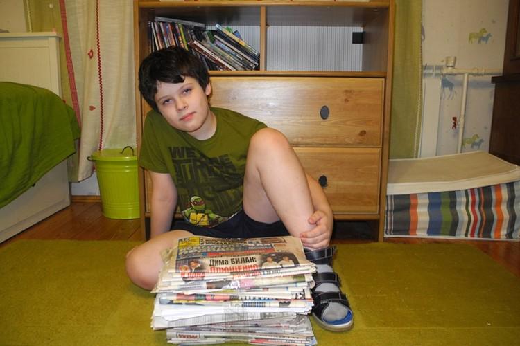 Даже фото осталось: мой невзрослый еще, 11-летний на тот момент ребенок – и пачка газет. Потому что ради спасения человека.