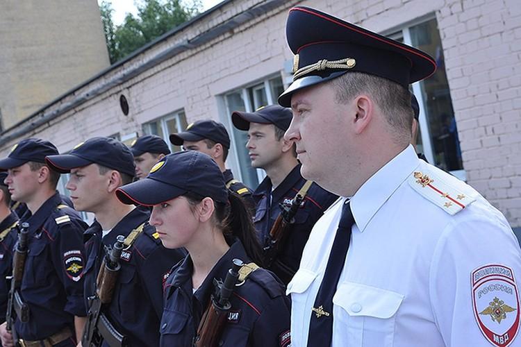 В органах внутренних дел Дмитрий Воробьев служит около 10 лет. Фото: Семен Мологин, ГИБДД