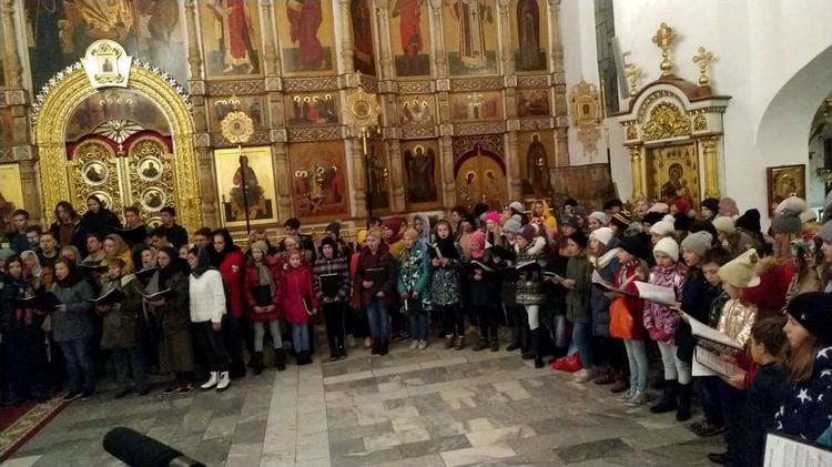 Певческое повечерие в Воскресенском кафедральном соборе. Фото: Дереник Каспаров