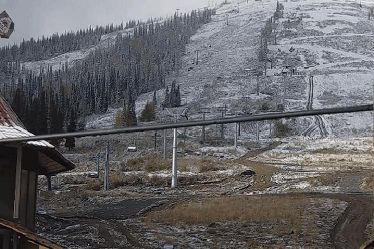 Снег в Шерегеше. ФОТО: кадр с камеры наблюдения portal.myttk.ru/portal/webcam/sheregesh