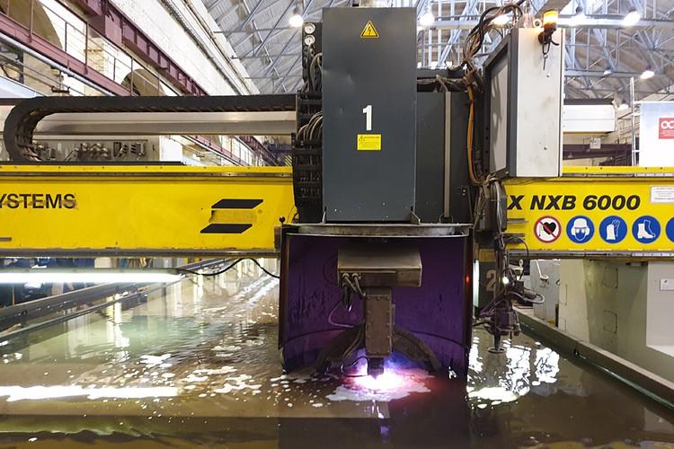 Начата резка металла для корпуса будущего траулера. Фото: Татьяна Синицына
