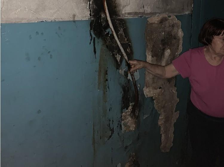 Результат одной из проделок Алексея - он обернул водопроводную трубу тряпкой и поджог ее Фото: Алексей САМУСЬКОВ