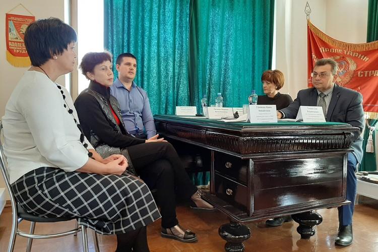 Участники круглого стола обсуждают, что ждет ГЭС в будущем.