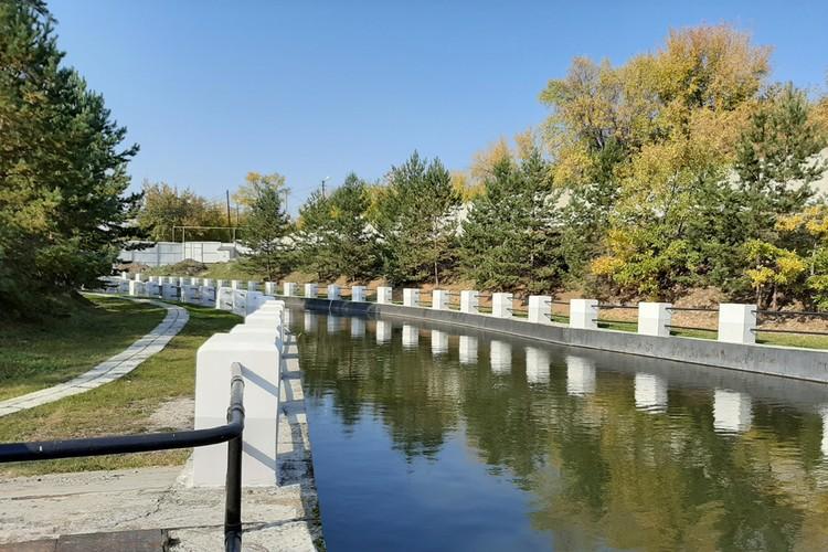 Открытый водоподводящий канал ГЭС. Его длина 120 метров.