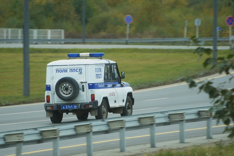 После того, как автомобиль объявляют в розыск, его описание раздают всем полицейским, которые дежурят в этом районе