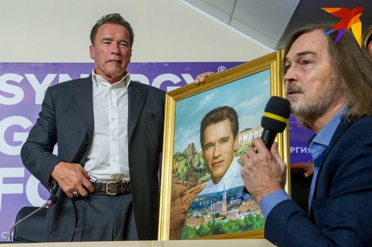 Никас Сафронов подарил картину своему кумиру