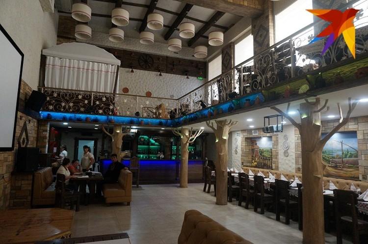 Один из залов местного ресторана