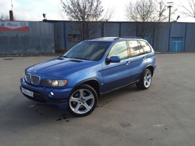 Александр Иванов, лидер группы «Рондо» выставил на продажу старенький внедорожник BMW X5. Фото: Avito.ru