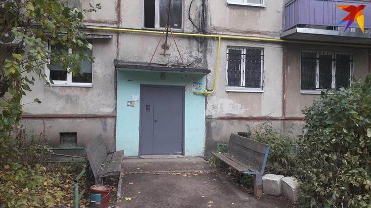 Подъезд дома, где жил Михаил Туватин и сейчас живет его мать