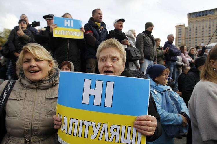 Протестующие на Майдане Незалежности обвиняют Зеленского в капитуляции за подписание «формулы Штайнмайера»
