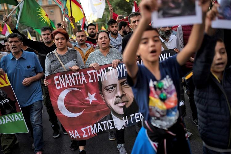 Курдская диаспора по всему миру вышла на митинги протеста против агрессии Турции.