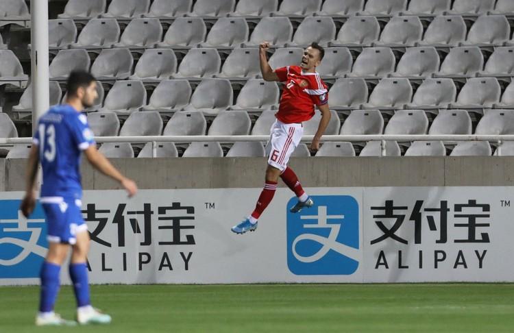 Радость Дениса Черышева после гола в ворота Кипра.