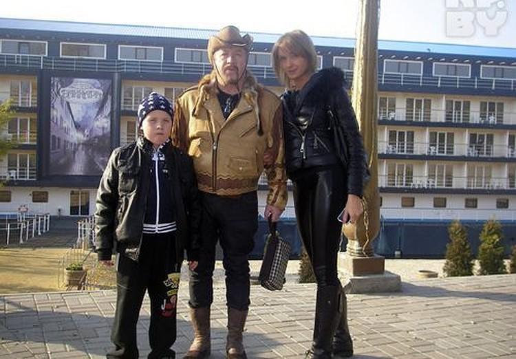 С третьей женой Татьяной и младшим сыном Кристианом. Фото: личный архив