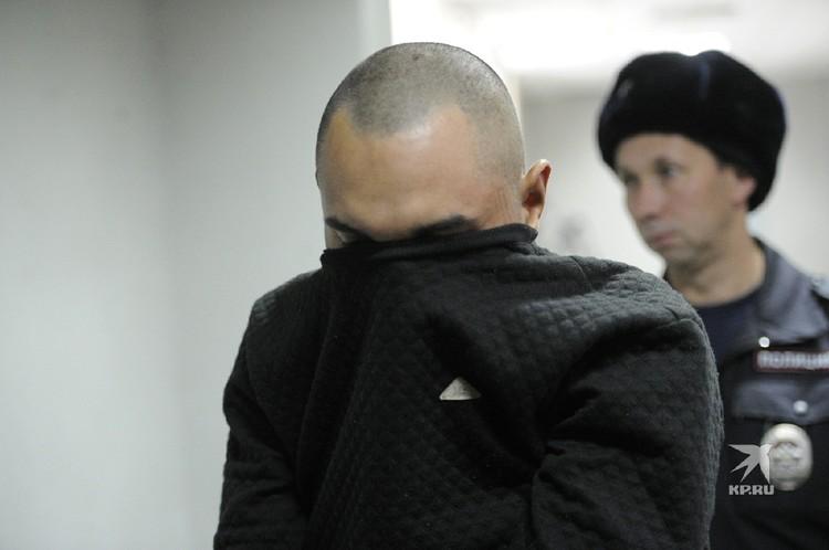 Федорович прячется в свитер.