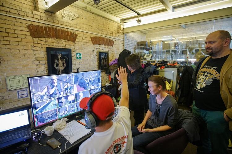 Так выглядит управление камерами на площадке с режиссерской позиции Кирилла Папакуля. Фото: Личный архив
