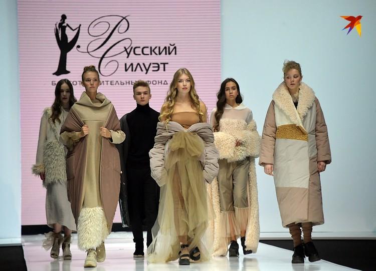 Анна Соколова из Костромы сделала ставку на комфорт — ее удобные пуховики, свитера и платья подойдут на каждый день