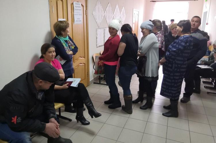 По последним данным, медосмотр прошли порядка 170 жителей села Ачиры. Фото Светланы Голяковой