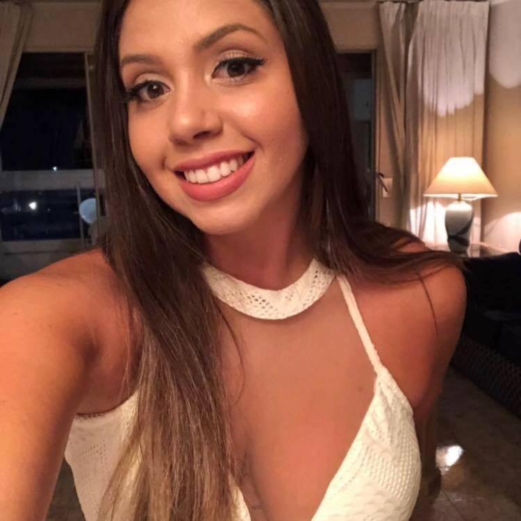 Бутылку нашли студентка Федерального университета в городе Пелотас Паола Соуза.