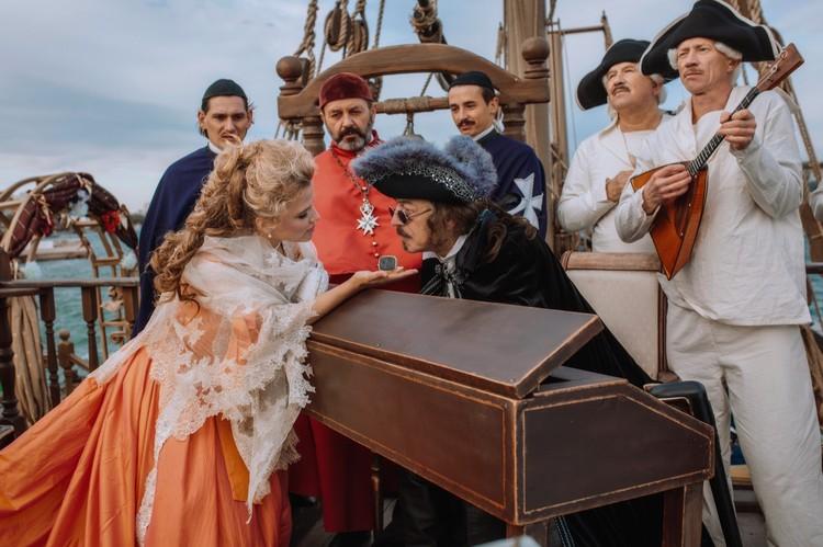 """На палубе корабля снято немало эпизодов. Фото: Фильм """"Гардемарины-IV""""/VK"""