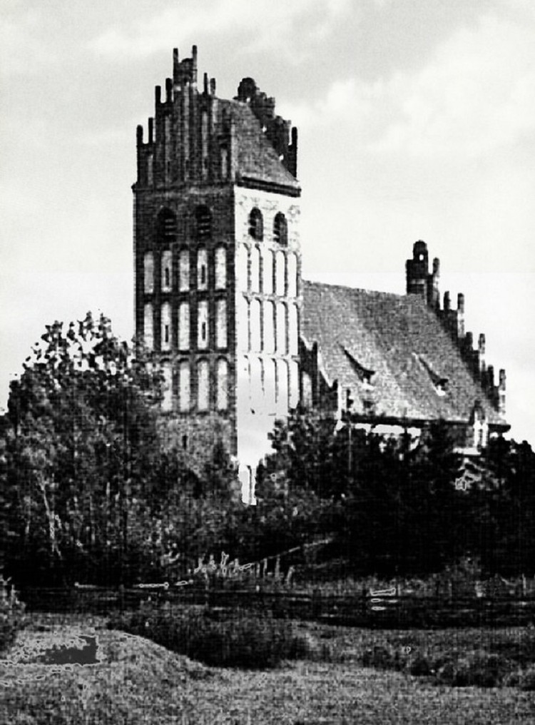 Церковь Гросс Энгелау в Демьяновке была возведена в 14 веке и выглядела вот так. ФОТО: http://alternativa-art.ru/