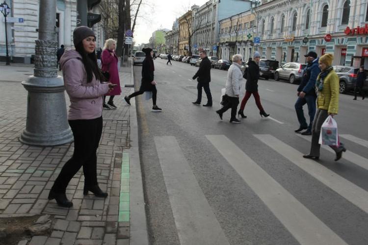 Первый светофор оборудовали лентой на пересечении улиц Урицкого и Карла Маркса.