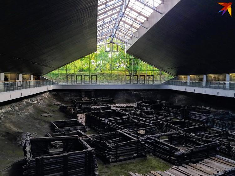 Музей «Берестье» уникален тем, что в нем можно увидеть оригинальные дома и мостовые XIII века.
